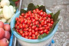 Mieszany owocowy bubel na footpath. obraz royalty free