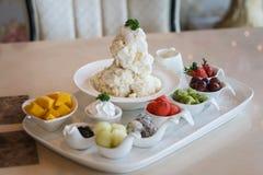 Mieszany Owocowy lody Bingsu koreańczyka deser Zdjęcia Stock