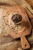 Mieszany pieprz, menchia, czerń, biel, zieleń w pucharze Obraz Stock