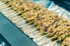 Mieszany tradycyjny satay jedzenie przy azjaty rynkiem w Ameryka obraz stock