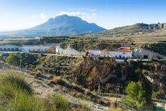 Mieszka jamy budowali w skałę z Cerro Jabalcon Obrazy Stock