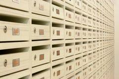 mieszkania klucz blokujący skrzynka pocztowa panel drewniany Zdjęcie Stock