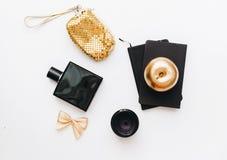 Mieszkania nieatutowy, czarny i złocisty stylowy biuro stołu biurko, kobiece działanie dostawy fotografia stock