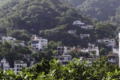 Mieszkania własnościowe w górzystej dżungli Puerto Vallarta, Meksyk zdjęcie stock