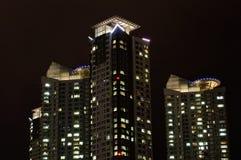 Mieszkania wierza przy nocą Zdjęcia Stock