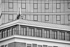 mieszkanie budynku biura w interesach miejsca pracy interes wysoki nowoczesny budynek drapacz chmur Powierzchowność budynek czarn Zdjęcie Royalty Free