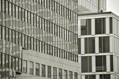 mieszkanie budynku biura w interesach miejsca pracy interes wysoki nowoczesny budynek drapacz chmur Powierzchowność budynek czarn Fotografia Royalty Free