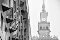 mieszkanie budynku biura w interesach miejsca pracy interes wysoki nowoczesny budynek drapacz chmur Powierzchowność budynek czarn Obrazy Royalty Free