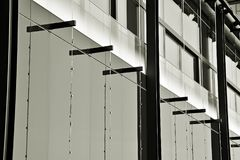 mieszkanie budynku biura w interesach miejsca pracy interes wysoki nowoczesny budynek drapacz chmur Powierzchowność budynek czarn Zdjęcia Royalty Free