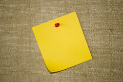 mieszkanie kartkę papieru ogłoszeń, żółty Zdjęcia Royalty Free