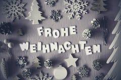 Mieszkanie Lay, Frohe Weihnachten Znaczy Wesoło boże narodzenia, Czarny I Biały obraz stock