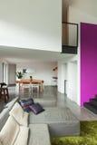 Mieszkanie meblujący, żyjący izbowego widok Zdjęcia Royalty Free