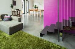 Mieszkanie meblujący, żyjący izbowego widok Fotografia Royalty Free