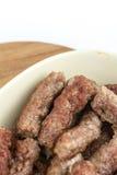 Mieszkanie nieatutowy puchar pełno cevapcici kebabs nad białym tłem zdjęcie royalty free