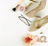 Mieszkanie odzieżowy i akcesoria nieatutowy kobiecy kolaż zdjęcie royalty free