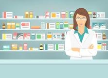 Mieszkanie stylowa młoda farmaceuta przy apteką naprzeciw półek medycyny Obrazy Stock