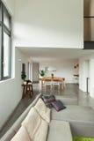 Mieszkanie, szczegół żywy pokój z okno Obraz Stock