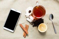 Mieszkanie telefonu komórkowego i herbaty nieatutowy mockup Zdjęcie Royalty Free