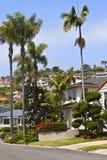 Mieszkaniowi domy na zboczu Kalifornia. Zdjęcia Royalty Free