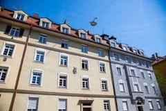 Mieszkaniowi domy, rząd domy w Monachium, piękny residenti Zdjęcia Stock