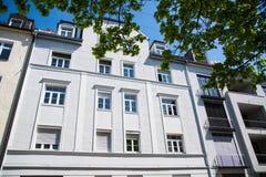Mieszkaniowi domy, rząd domy w Monachium, piękny residenti Fotografia Royalty Free