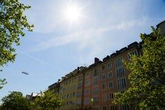 Mieszkaniowi domy, rząd domy w Monachium, piękny residenti Zdjęcia Royalty Free