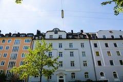 Mieszkaniowi domy, rząd domy w Monachium, piękny residenti Zdjęcie Royalty Free