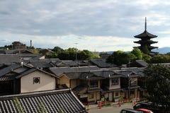 Mieszkaniowy i tradycyjny teren Kyoto, Japonia fotografia stock