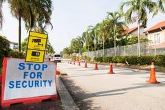 Mieszkaniowy sprawdzianu bezpieczeństwa punkt z rubieżnym fechtunkiem Obrazy Stock