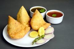 Mieszkanowie Pendżabu Samosa, Indiański popularny uliczny jedzenie obrazy royalty free