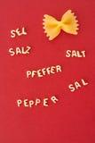 Śmieszny makaron soli pieprz fotografia stock