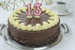 Śmietankowy czekoladowy urodzinowy tort Obrazy Stock