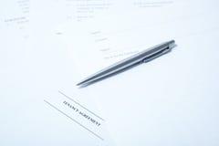 Mietvertrag mit Feder stockfoto