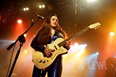 Miezekatze, Gänseblümchen und Lewis (R&B, Schwingen, Blau, Land und rockabilly Band) im Konzert in Bikinistadium Lizenzfreies Stockfoto