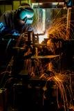 MIG焊工做火花的用途火炬 库存图片