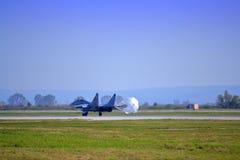 Mig 29喷气机着陆降伞 免版税库存图片