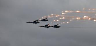 MiG-29 ο μαχητής βάζει φωτιά σε ένα βλήμα Στοκ Εικόνες