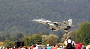 MiG-29 l'Armée de l'Air slovaque - vol inférieur Photo libre de droits