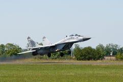 MiG 29 que descola Imagens de Stock Royalty Free