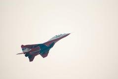 MiG-29 (Strizhi) explique des vols acrobatiques Photos libres de droits