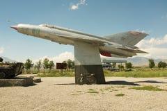 Mig Eenentwintig Vechter Jet Outside At Bashy Royalty-vrije Stock Afbeeldingen