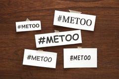 Mig för hashtagord på vitböcker på trä Mig hashtag för för social rörelse mot sexuellt övergrepp och mobbning Royaltyfri Fotografi