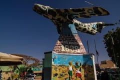 Mig-flygplanmonument i mitten av Hargeisa 09 01 2016 Somalilend, Somalia Arkivfoton