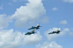 MIG 21 lansjera samolot szturmowy wykonuje demonstracja lot na Rumuńskim Lotniczym Fest Zdjęcie Royalty Free