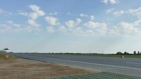 MiG-29 lata depresję nad drogą zdjęcie wideo