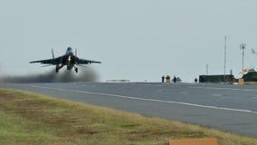 MiG-29 lata depresję nad drogą zbiory wideo