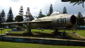 Mig17 monument in Indonesië Stock Foto's