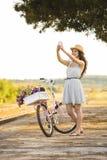 Mig och min cykel på en selfie Arkivbilder