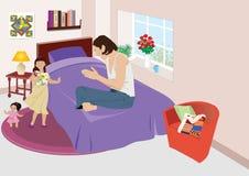 Mig och min docka som sjunger en sång till mamman Arkivfoto