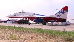 Mig 29 rusza się na pasie startowym na airshow zdjęcie wideo